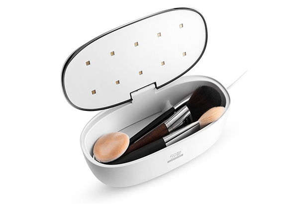 Ellipse with makeup brushes